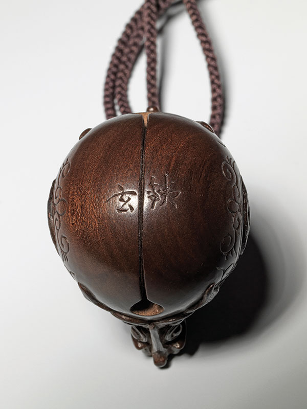 A wood model of a mokugyo