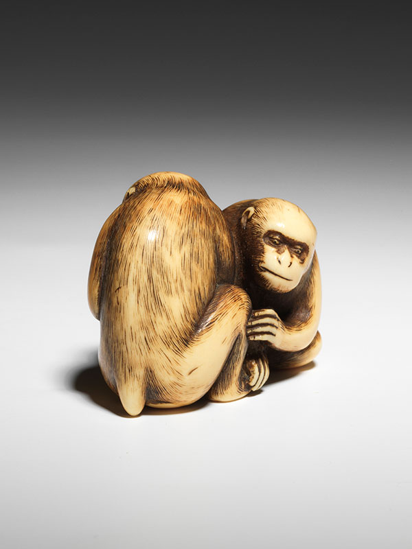 Okakoto - Netsuke of monkeys seated in a futatsu-tomoe like pose