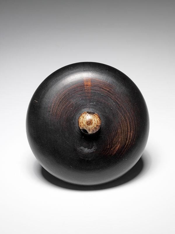 Unsigned kagamibuta-style netsuke