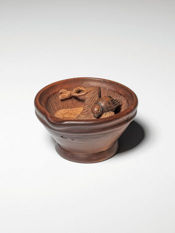 Kyokusai (1868-1926) - Bird in a mortar netsuke