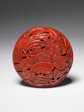 A tsuishu (carved red lacquer) seal box