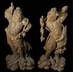 Okimono-sized statues of a pair of Nio by also reflect great expression and movement.