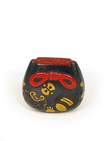 Unsigned lacquered pouch netsuke